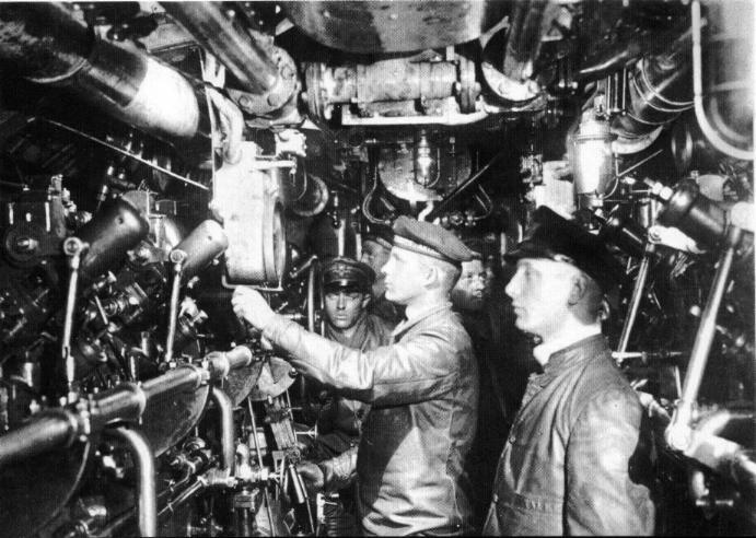 interior de un submarino de la igm