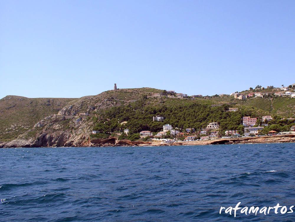 Snorkel y kayak en la Cova Tallà